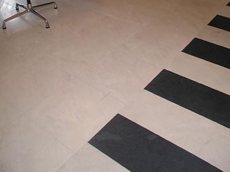 Boden: Material: Solnhofener Oberfläche: feingeschliffen Format: 45x45 cm
