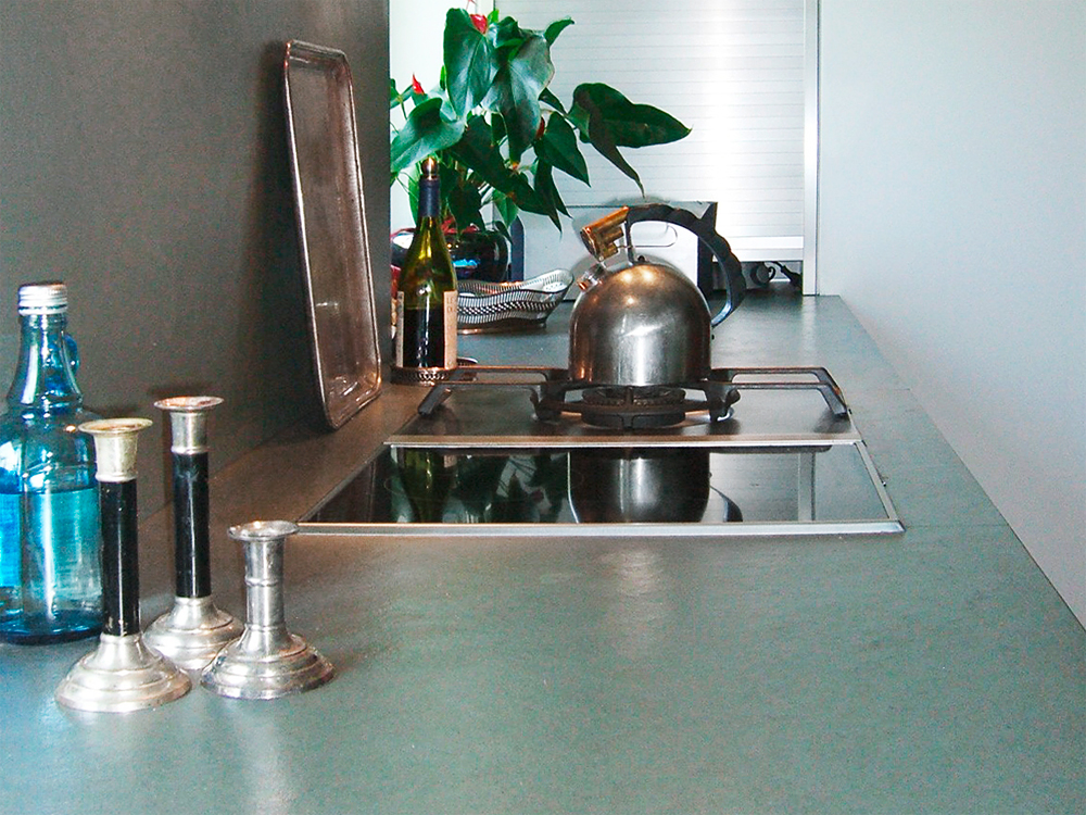 Arbeitsplatte: Schiefer grau/grün Oberfläche: spaltrau