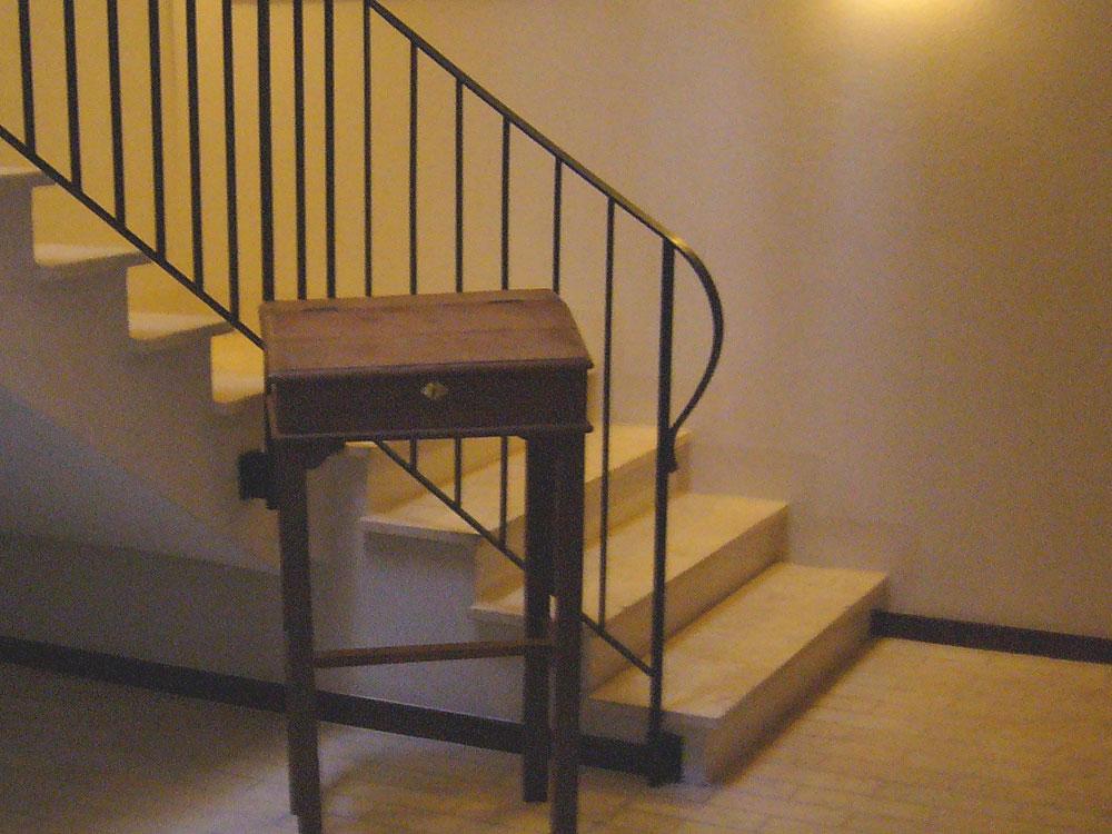 Treppe: Material: Giallo Luna Oberfläche: getrommelt gerade, ohne Setzstufen