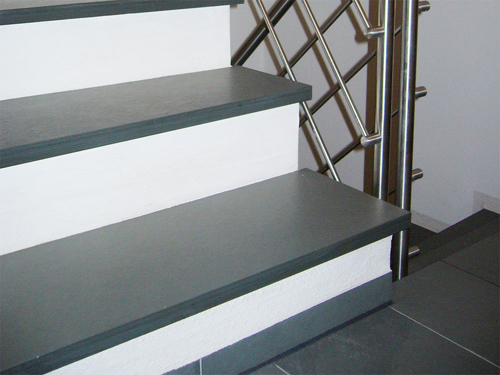 Trittstufen: Material: Schiefer grau/grün Oberfläche: spaltrau