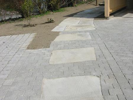 Material: Krustenplatten Granit Farbe: gelblich bis grau Stärke: ca. 8-12 cm